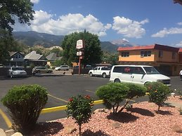 ... Garden Of The Gods Motel ...